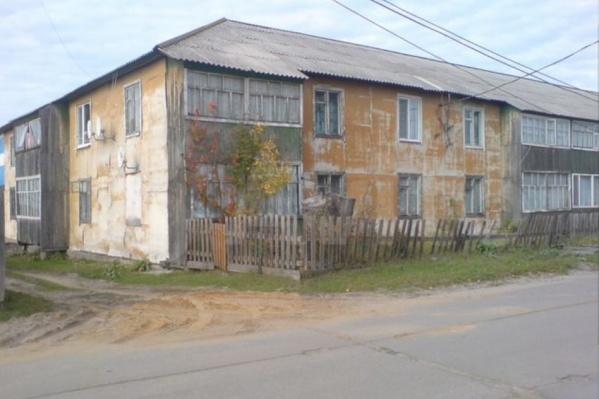 Эти квартиры не всегда находятся в ветхих деревяшках. Есть и новостройки