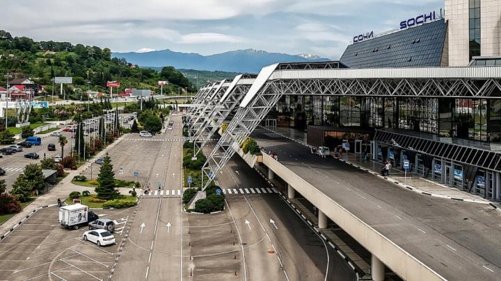 В аэропорту Сочи задержали буйную пассажирку, на нее завели дело