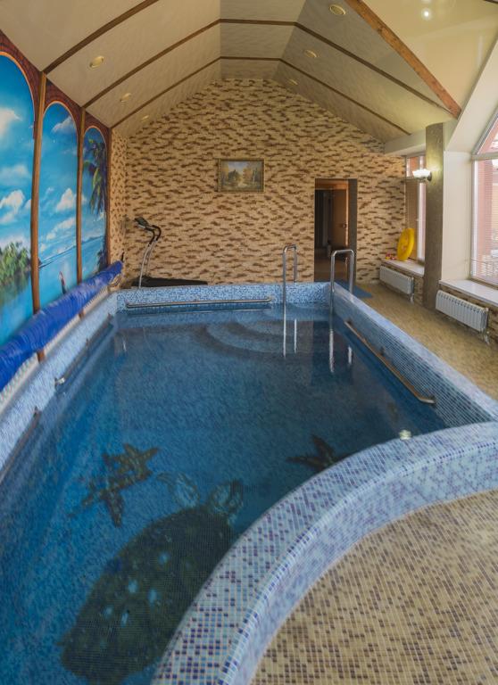 Зона отдыха и бассейн