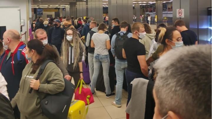 Из-за плохой видимости в Екатеринбурге произошла массовая задержка авиарейсов