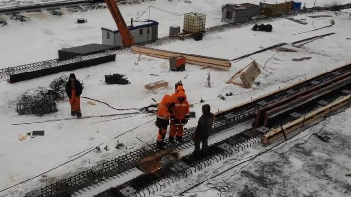 «Осталось только насыпь сделать»: рабочие начали соединять транспортную развязку на Грозненской