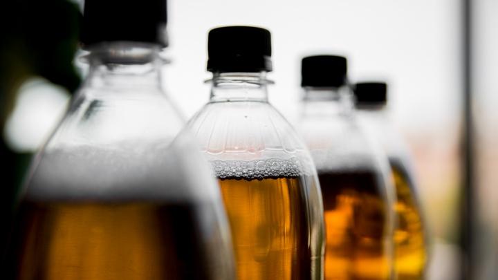 «Заказывал в Питере»: полицейские задержали продавцов паленого алкоголя, от которого умерла женщина