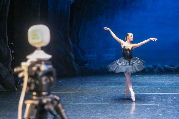 За 50 секунд балерина Алёна Шарипова сделала 200 движений