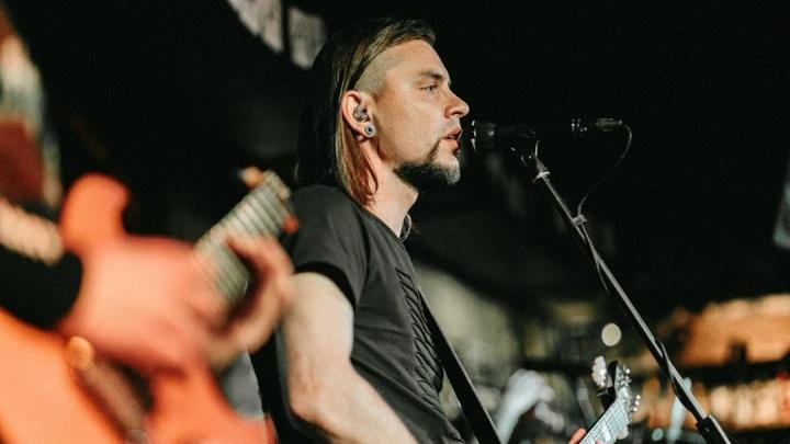 Солист кавер-группы «Цемент Band» покидает Омск
