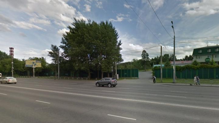«Там очень острая проблема»: кому понадобилось строительство многоуровневой парковки у парка Гагарина