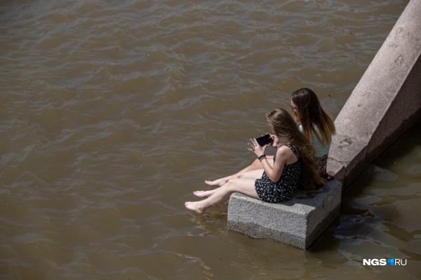 Наслаждаться жарой лучше возле воды