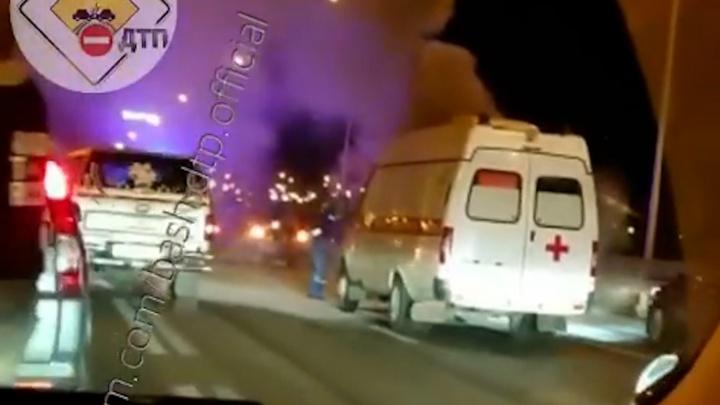 В Уфе машина скорой помощи загорелась на ходу