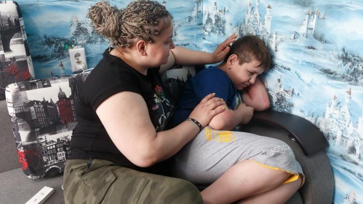 """«Он кричал: """"Мама, я умираю!""""»: волгоградка рассказала, как приходящие одна за другой болезни убивают ее детей"""