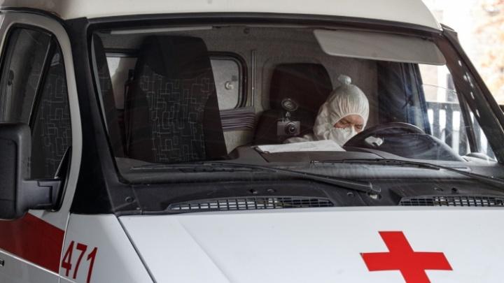 Водителям челябинских скорых на полтора месяца задержали доплаты за работу с ковидными пациентами