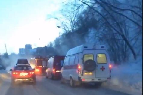 На улице Соликамской всего две полосы — по одной в каждую сторону