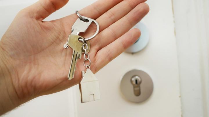 198 новосибирских дольщиков получили квартиры в доме на Коммунстроевской