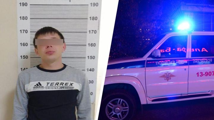 Ограбил салон связи и женщину: в Екатеринбурге силовики задержали 27-летнего парня