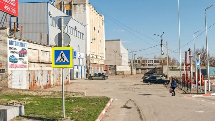 """«Он называл меня """"мусорским"""" и """"хачиком""""»: в Волгограде водитель Land Cruiser устроил поножовщину в автосервисе"""