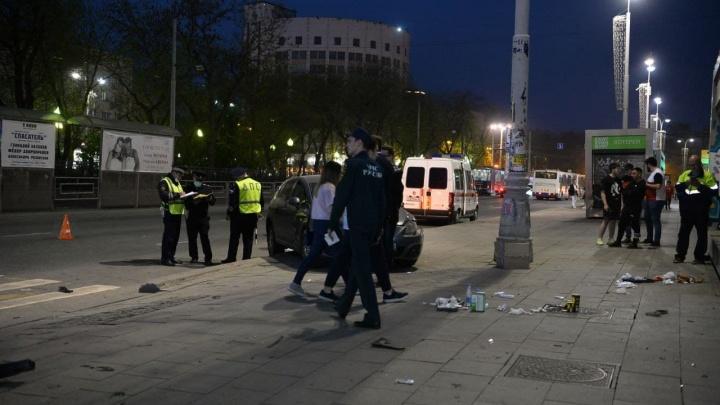 Пострадали четверо взрослых и двое детей: собираем информацию о ДТП в центре Екатеринбурга в режиме онлайн
