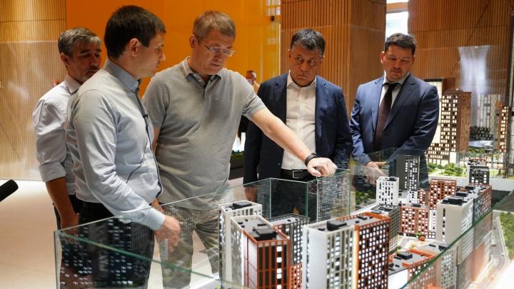 Сохранить концепцию исторического центра: Радий Хабиров посетил клубный дом «Соты»