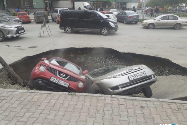 НГС решил вспомнить истории с повреждениями асфальта, когда пострадали автомобили