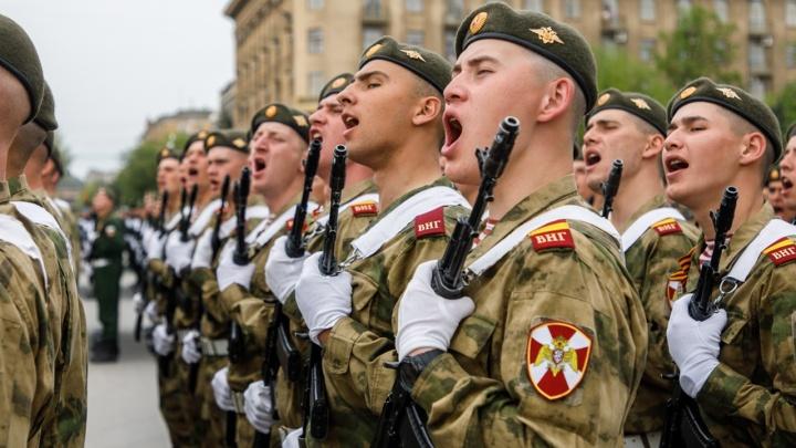 На 10 девчонок девять ребят: в Волгоградской области пересчитали всех мужчин