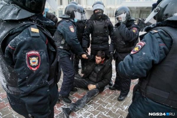 Виталия задерживали несколько сотрудников полиции