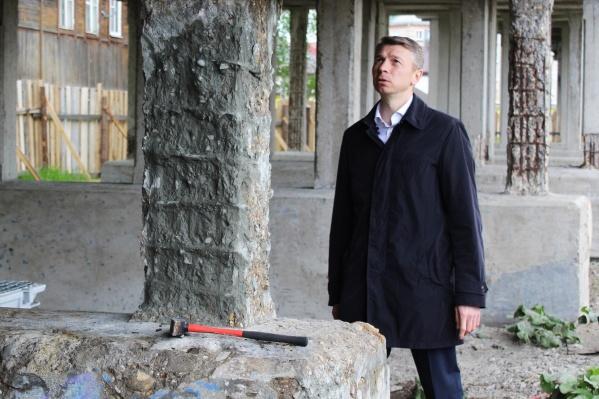 С весны 2021 года Андрей Бральнин находится под стражей, ранее ему уже предъявляли обвинения в получении взяток, но дело пока что не закрыто