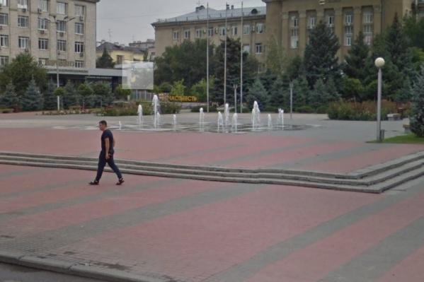 Фонтан на площади Советской пообещали снова запустить в ближайшее время