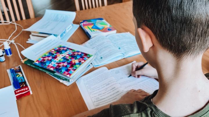 Почти 550 школьников заразились коронавирусом с начала учебного года в Кузбассе