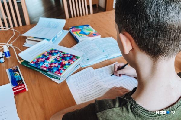 Дети продолжают ходить в школы и вузы, несмотря на рост числа зараженных коронавирусом в Кузбассе