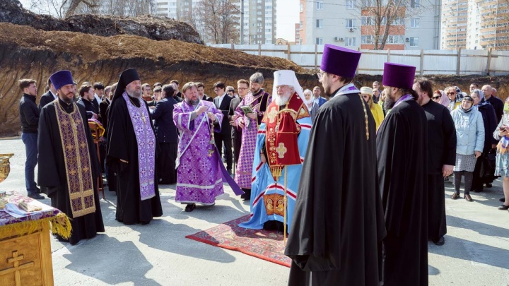 Митрополит Сергий освятил спорную стройку детского епархиального центра около Ботанического сада
