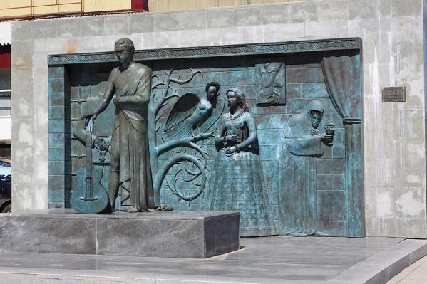Памятник находится по улице Молодогвардейской
