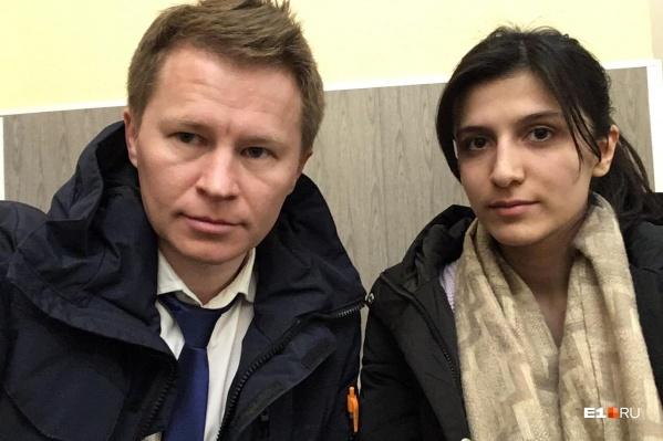 АдвокатФёдор Акчермышев и его подзащитная Милана в отделе полиции