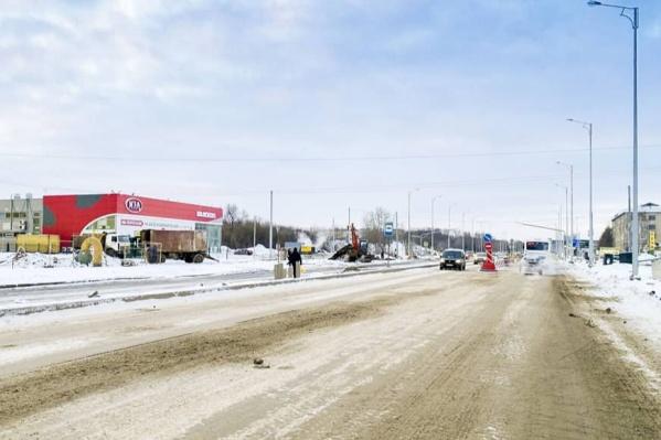 На правой стороне улицы ремонт закончен
