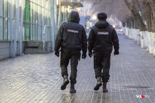 Прежде чем психбольного задержала полиция, он успел исполосовать случайную прохожую
