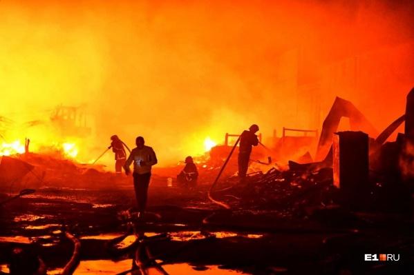 """Пожарные боролись с огнем больше <nobr class=""""_"""">6 часов</nobr>"""