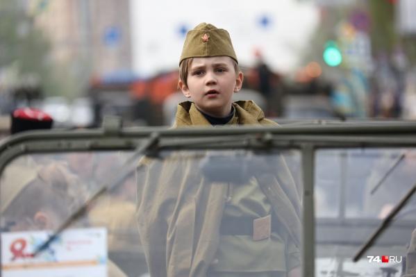 Сегодня в параде в Челябинске принимали участие и дети