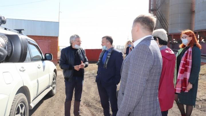 Глава Омского района Геннадий Долматов оценил состояние дел в Калининском поселении