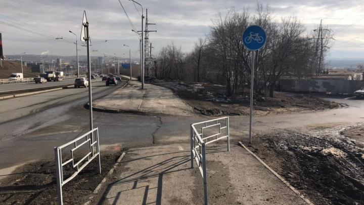 «Вот она, русско-башкирская смекалочка, не подвела»: урбанист Илья Варламов высмеял велодорожку в Уфе