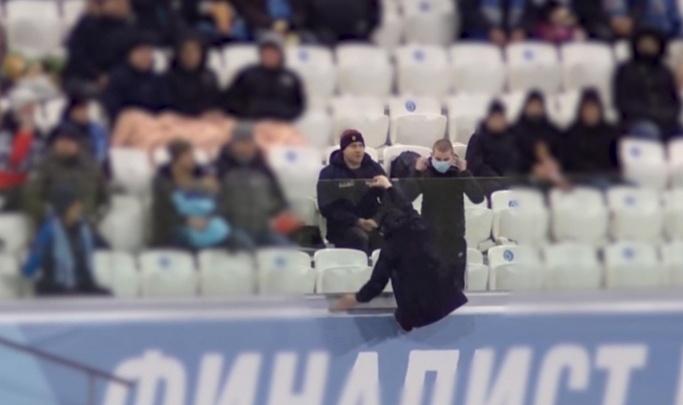 Футбольный клуб «Ротор» отделался предупреждением за несдержанных болельщиков