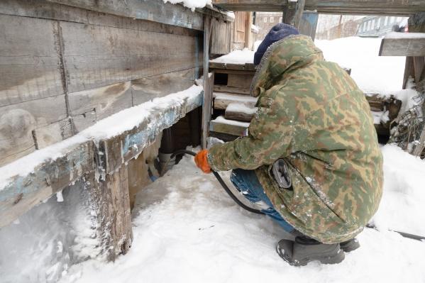 Договор с «Экоплюсом» расторгнут в конце февраля. В домах уже начала работать компания УК «Пролетарская»