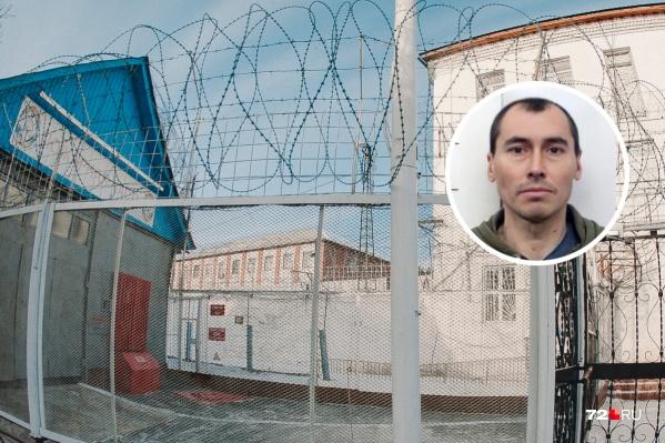 Заключенный 43-летний Александр Новиков сбежал 15 сентября. Опасен. Его до сих пор не нашли