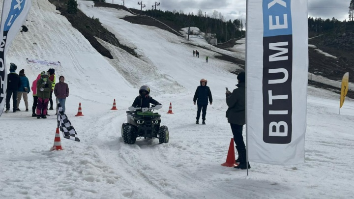 На Уктусе закрыли сезон гонками квадроциклов и снегоходов