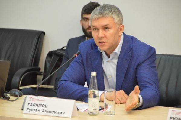 Рустам Галямов переехал в Екатеринбург из Москвы, там он работал в Фонде капремонта