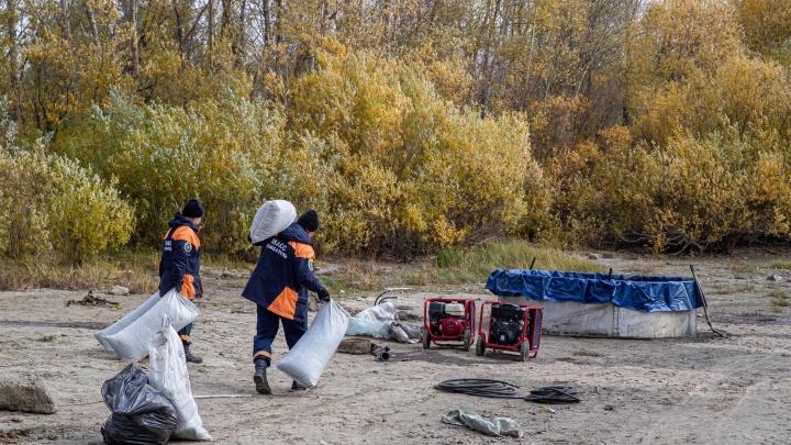 Спасатели МАСС ликвидировали пятно нефтепродуктов на Оби