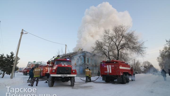 В Омской области загорелось столетнее здание, которое принадлежало епархии