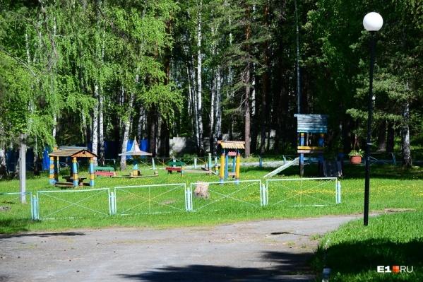 Загородные лагеря продолжат работать, но в течение смены покидать их сотрудникам больше не разрешат