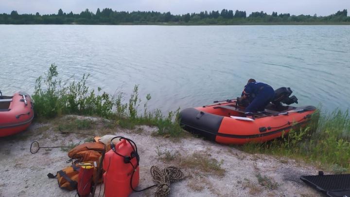 В карьере под Челябинском утонул 19-летний парень, тело ищут спасатели