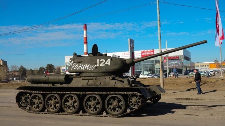 На Вторчермете — танки и артиллерия. Там идет репетиция парада Победы