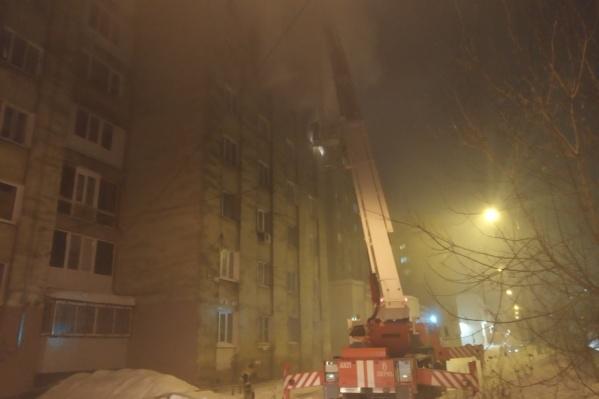 В тушении пожара и эвакуации задействовали 19 единиц техники