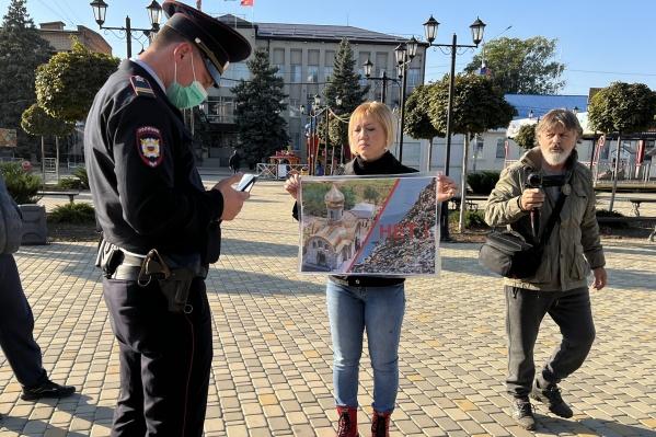 Накануне жители вышли на одиночные пикеты перед администрацией в тот момент, когда депутаты голосовали за строительство полигона