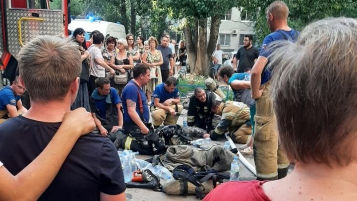 Есть погибший и пострадавший: в Волгограде из-за пожара срочно эвакуировали жильцов многоэтажного дома