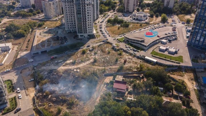 Боялись, что загорелись офисы: в центре вспыхнул пожар у высоток «Волгоград-Сити»