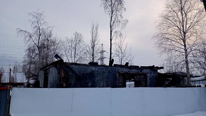 «Отапливались буржуйкой и обогревателями»: мы узнали подробности пожара в Сургуте, где погибли дети